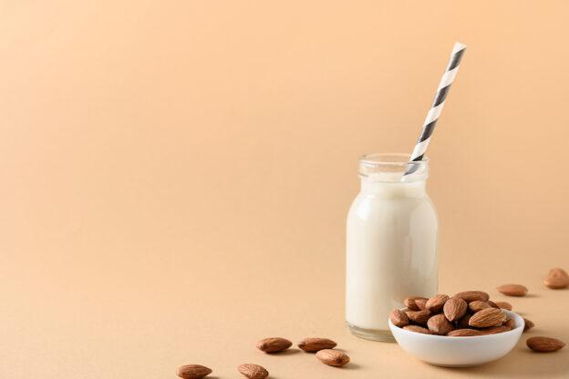 Cómo hacer leche de almendra en casa fácilmente