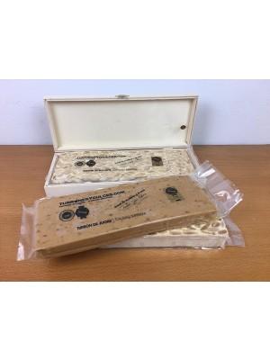Caja de madera con tapa para 1 turrón de 500 gramos (vacía) - Madera Natural de Chopo - 31cm x 10cm x 4cm - Visagras y Cierre Doradas