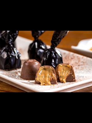 Bombones de chocolate rellenos de turrón