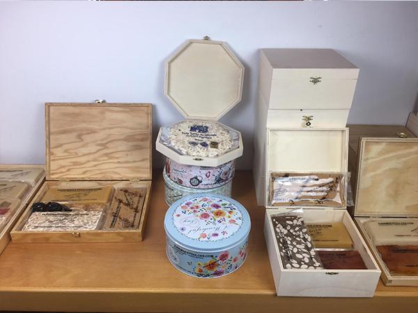 Bodegón cajas y baúles de madera para turrones